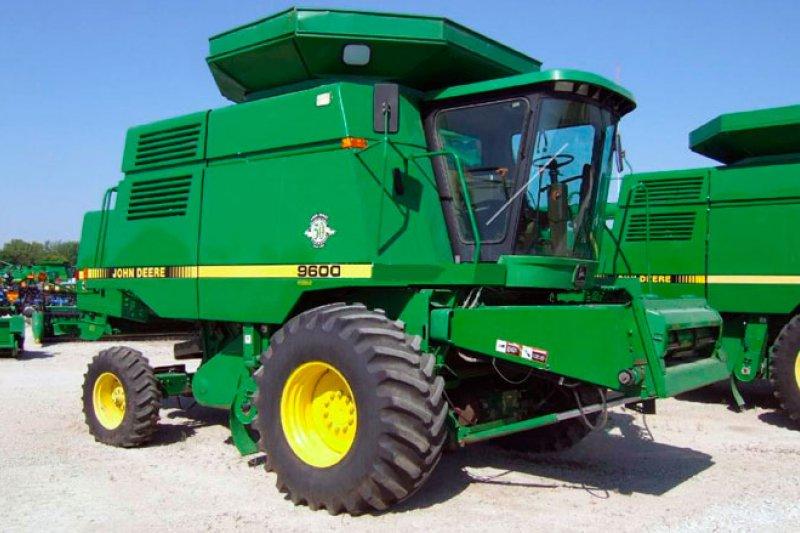 Замислилися про покупку зернозбирального комбайна John Deere?